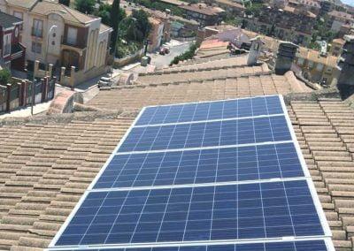 Instalación de energía solar fotovoltaica en Calle Magnolia (Linares, Jaén)