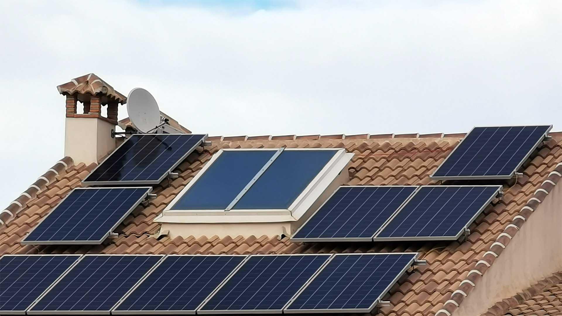 Instalación de autoconsumo de energía solar fotovoltaica en vivienda unifamiliar de Torredonjimeno (Jaén)