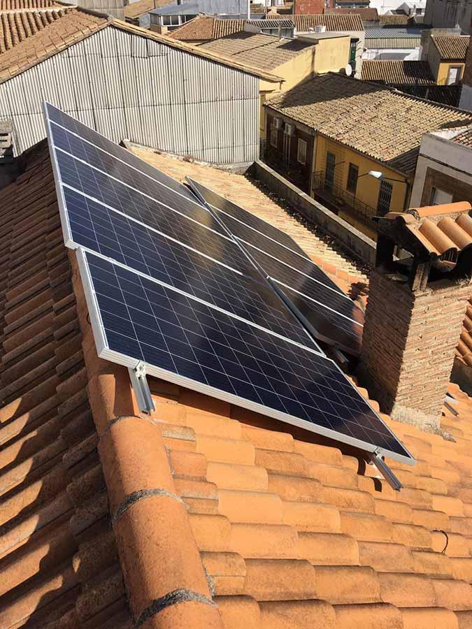 Instalación de autoconsumo de energía solar fotovoltaica en vivienda unifamiliar de Úbeda (Jaén)
